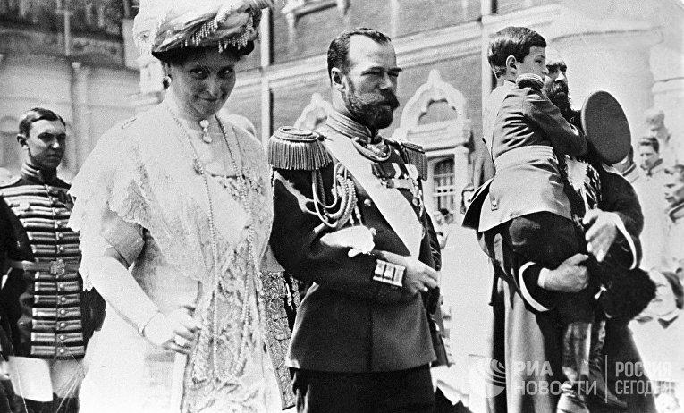 Николай II с семьей в Кремле