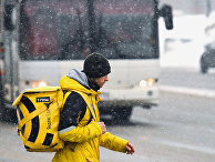 """Курьер сервиса доставки """"Яндекс.Еда"""""""