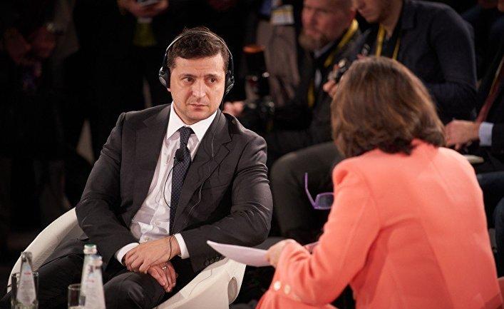 Президент Украины Владимир Зеленский дает интервью на Мюнхенской конференции по безопасности