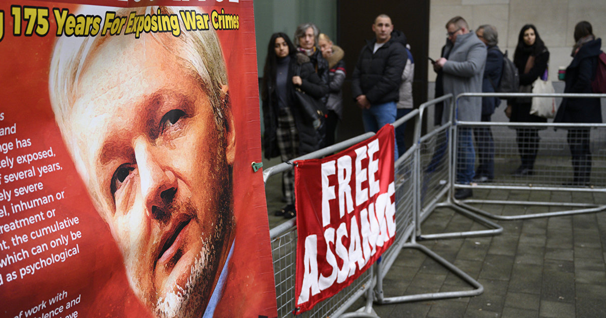 CNBC (США): Трамп предлагал помиловать Ассанжа, если тот утаит факт взлома русскими компьютеров демократов