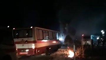 Спасибо, украинцы: эвакуированных из Уханя забросали камнями
