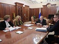 Президент РФ В. Путин провел совещание по противодействию коронавирусу