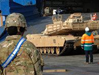 Американская военная техника в немецком порту Бремерхафен в предверии военных учений Defender Europe 20