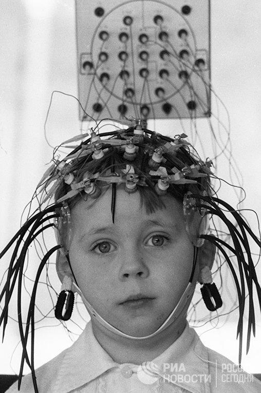 Запись биотонов головного мозга у пятилетнего мальчика