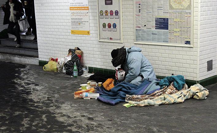 Бездомный в парижском метро