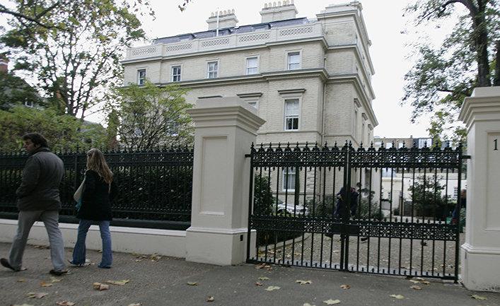 Один из особняков на так называемой «улице миллиардеров» в Кенсингтон-Палас-Гарденс, Лондон