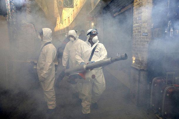 Пожарные проводят дезинфекцию в Тегеране, Иран