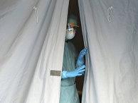 Медицинский сотрудник в больнице Брешиа, Италия