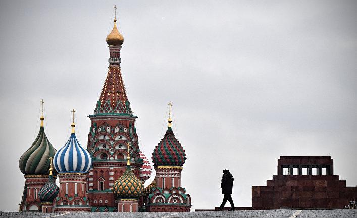 Полицейский на Красной площади в Москве