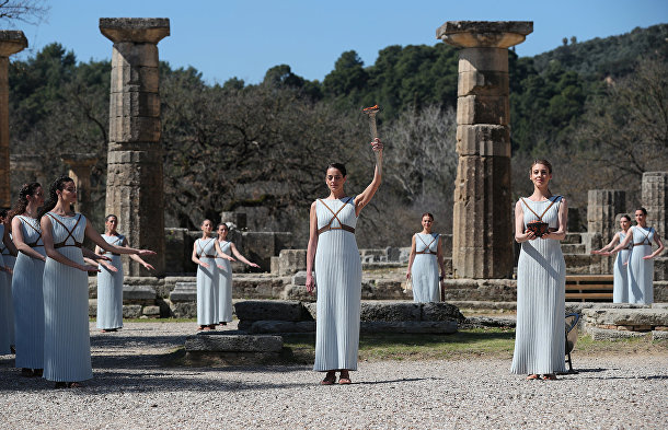 Церемония зажжения Олимпийского огня в Греции