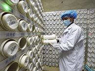 Фармацевт в провинциальной больнице в Ланьчжоу, Китай