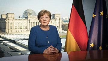 Канцлер Германии Ангела Меркель во время записи прямого телевизионного обращения к нации в Берлине