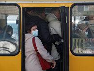 Пассажиры автобуса в Киеве