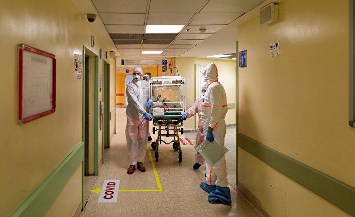 Пациент с коронавирусом в одной из больниц Рима, Италия