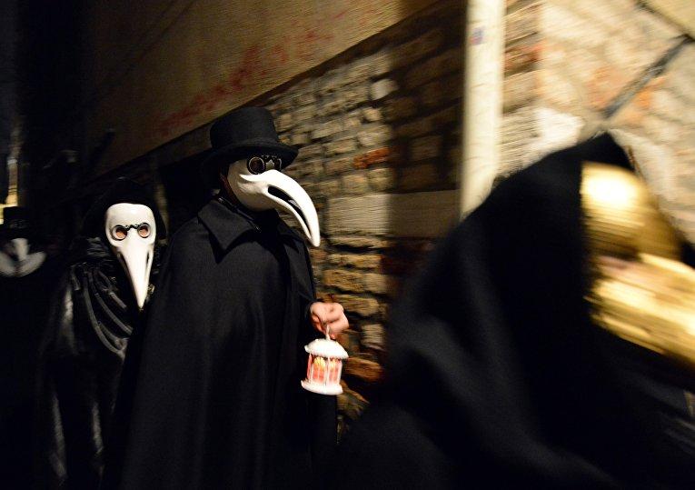 «Процессия чумных докторов», Венеция, Италия
