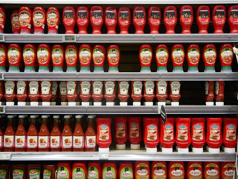Кетчуп на полке магазина