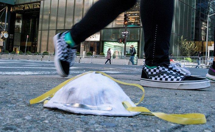 Защитная маска в Нью-Йорке, США