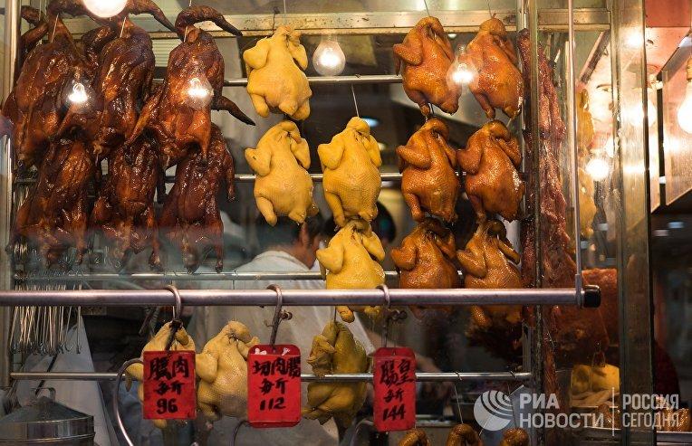 Продажа мясной продукции на одной из улиц Гонконга