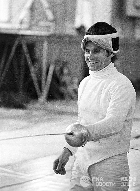 Борис Онищенко на тренировке по фехтованию