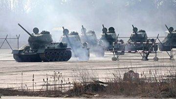 В Алабино из Санкт-Петербурга доставлены танки Т-34 для парада Победы