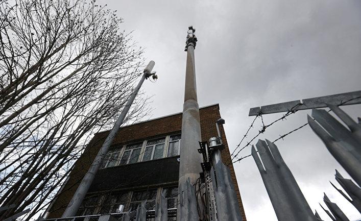 Поврежденная огнем телекоммуникационная мачта 5G в Бирмингеме, Великобритания