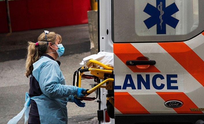 5 апреля 2020. Медработник больницы в Квинсе, Нью-Йорк, США