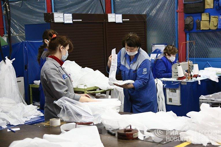 Производство противоэпидемических комплектов из масок и защитных костюмов в Набережных Челнах