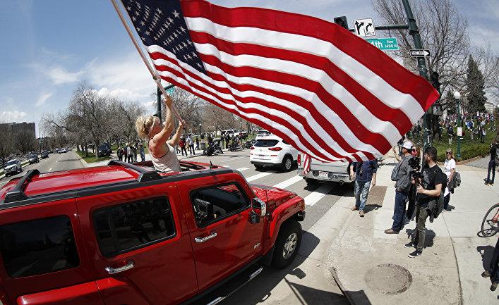 Протесты против призыва к самоизоляции в Колорадо, США