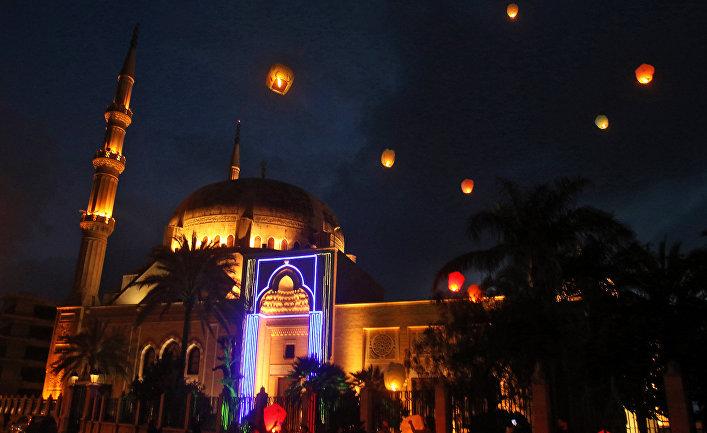 Верующие празднуют начало Рамадана в ливанском Сидоне