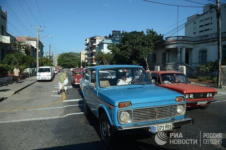 Автомобили Лада на одной из улиц Гаваны