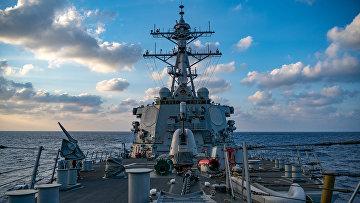 Американский ракетный эсминец USS Barry