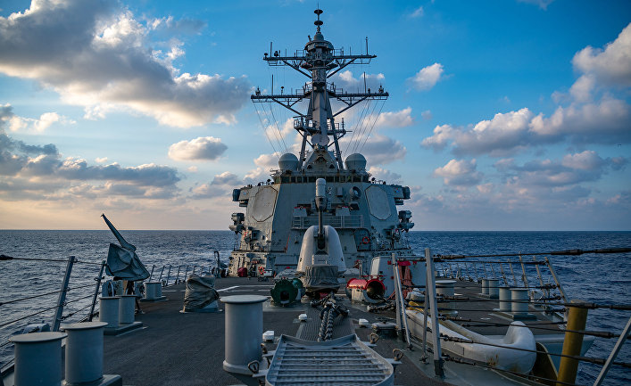Американский ракетный эсминец USS Barry