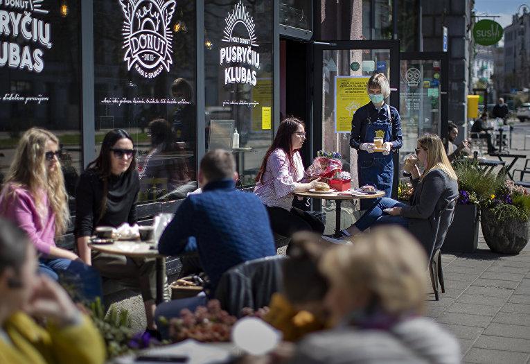 Посетители кафе в Вильнюсе, Литва