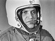 """Фрэнсис Гэри Пауэрс в специальной экипировке для длительных полетов в стратосфере - американский шпион, чей самолет-разведчик """"Локхид У-2"""" был сбит советской зенитной ракетой под Свердловском."""