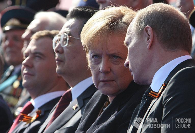 Президент РФ Д.Медведев на параде по случаю 65-летия Победы в ВОВ