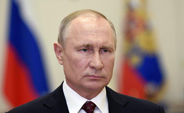 Президент РФ В. Путин поздравил выпускников военных вузов и академий с Днём Победы