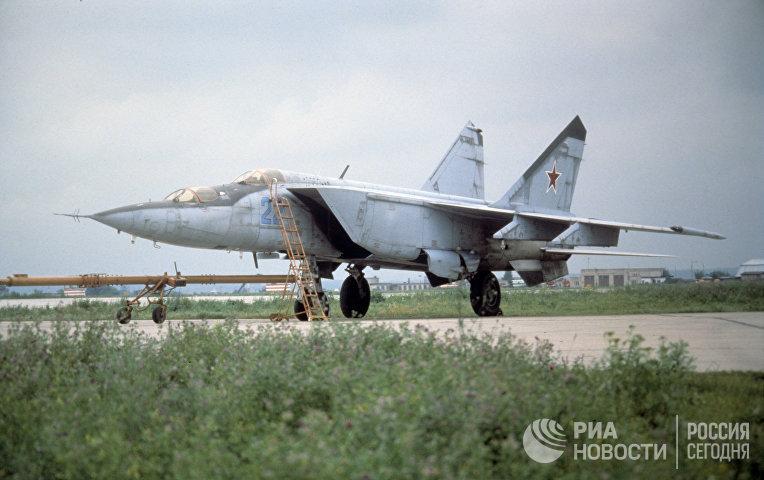 Советский истребитель-перехватчик МиГ-25