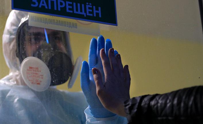 Работа медиков с больными COVID-19 в Тверской областной клинической больнице