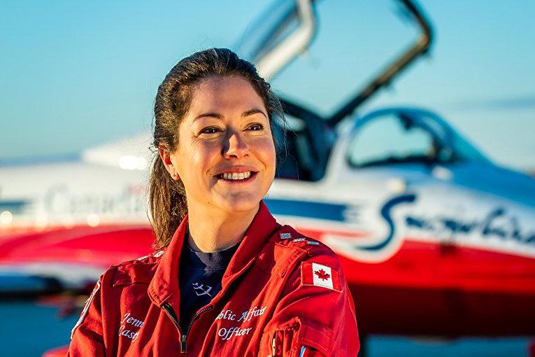 Капитан королевских канадских ВВС Дженнифер Кейси