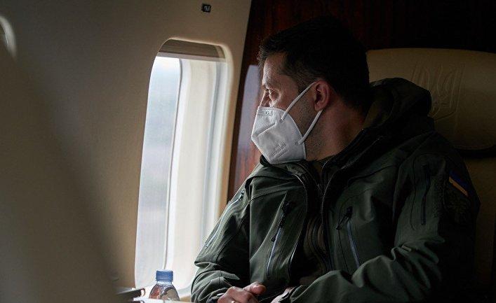 Президент Украины Владимир Зеленский в самолете
