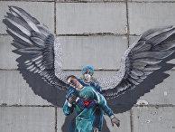 Граффити в поддержку врачей в борьбе с covid-19 на одном из домов в подмосковном Одинцово
