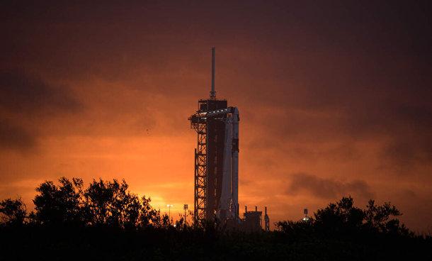 На стартовой площадке в Космическом центре Кеннеди во Флориде, 25 мая