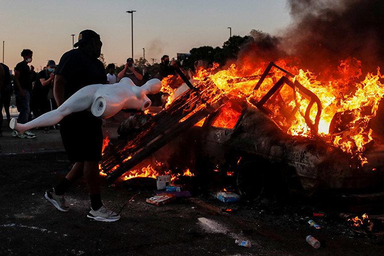Участники протестов в Миннеаполисе