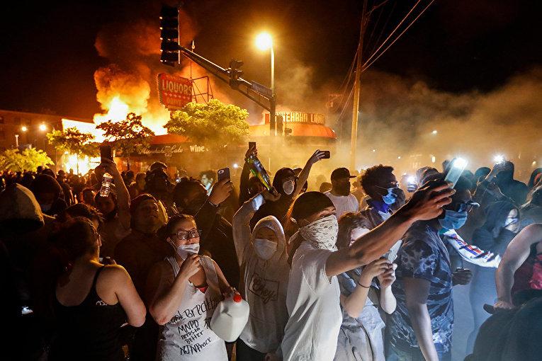 Протестующие в Миннеаполисе