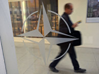 Эмблема организации в штаб-квартире НАТО в Брюсселе
