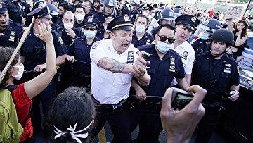 Полиция во время акция протеста в Нью-Йорке