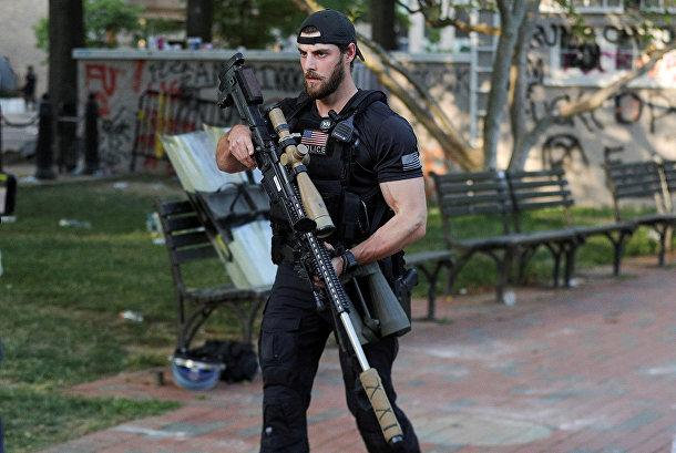 Снайпер Секретной службы США во время акции протеста в Вашингтоне