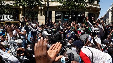 Нелегальные иммигранты во время акции протеста в Париже, Франция