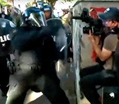 В Вашингтоне полицейские напали на журналистов