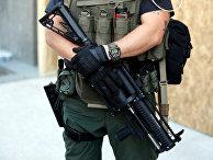 Военный возле Белого дома в Вашингтоне